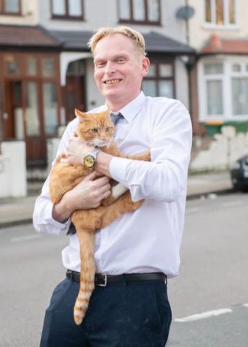 Хозяин дал коту GPS-трекер и удивлялся его подземным прогулкам. Пока не понял, за кем он следил на самом деле