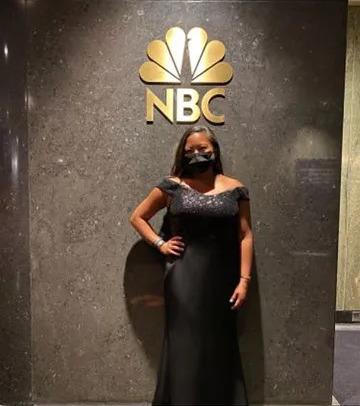 """Стюардесса доверила незнакомцам выбрать ей платье на """"Золотой глобус"""". Итог - вызов даже для опытных стилистов"""