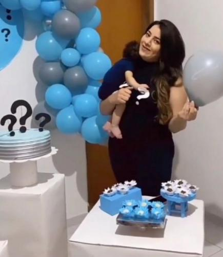 Мама устроила вечеринку с шариками и конвертом с ДНК. Главный сюрприз для гостей — имя отца ребёнка