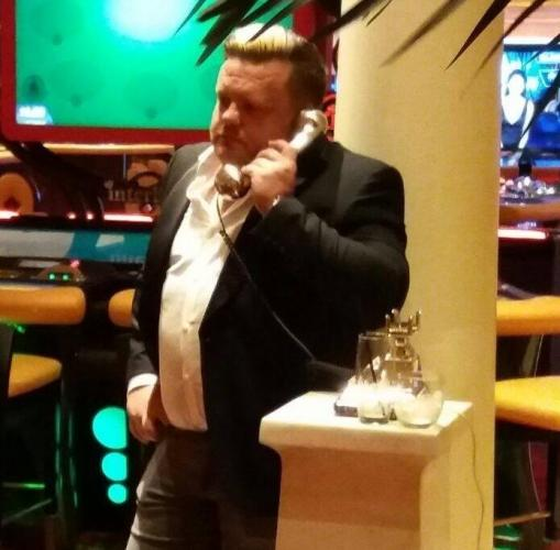 Директор фирмы проигрался в казино и повторил мем. Но в его случае у истории есть продолжение