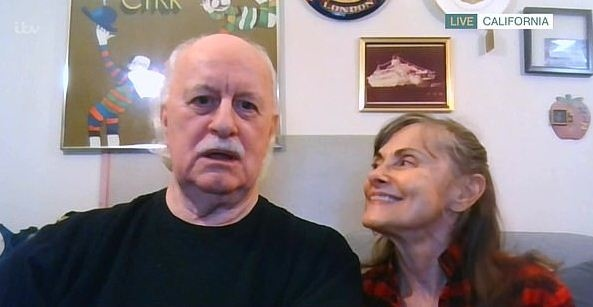 Дедуля потерял жену, а потом сразу нашёл новую, о которой вспомнил 40 лет спустя. Возраст любви не помеха