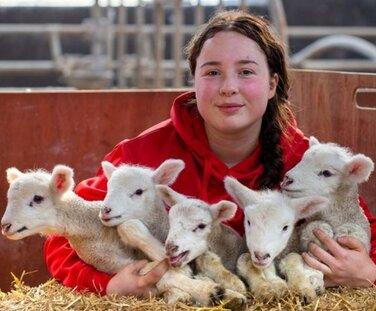 Мать-героиня родила пятерняшек разом и поверила в чудо. Ведь для таких, как она, это шанс один на миллион