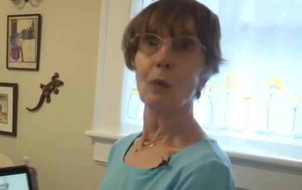 Бабуля услышала шорохи на кухне, . Когда она поняла, кого приняла за собаку, поседела второй раз