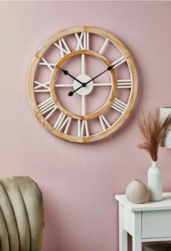 Хозяйка показала новые настенные часы мужу и их пришлось вернуть. Они показывают время, которого не существует