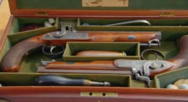Торговец обменял часы на старинные пистолеты и долго жалел. Сомнения исчезли, как только он узнал цену оружия