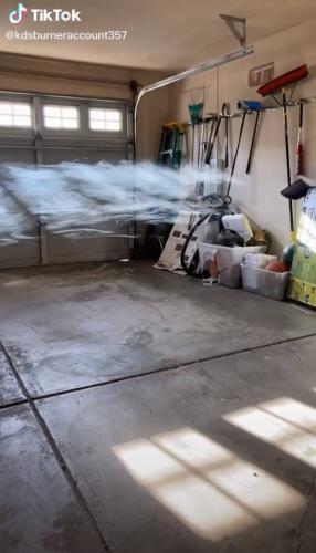 Хозяин обнаружил, что в его доме поселилось облако.