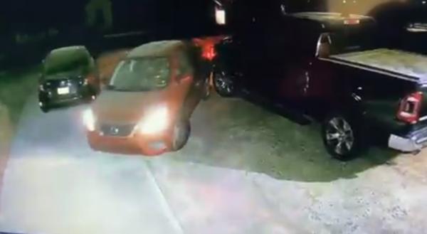 Дочка выезжала из парковки, а потом услышала, как это обсуждали родители.