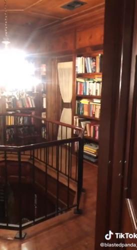 """Хозяйка показала тайное помещение в доме и сломала людей. Ведь они увидели библиотеку из Алфеи в """"Винкс"""""""