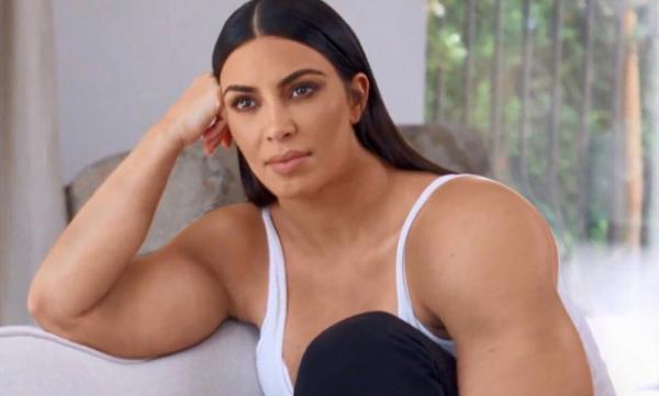 """Ким Кардашьян уснула у стилиста, и фаны были тут как тут. Фото а-ля """"батя на диване"""" модели нескоро забудут"""