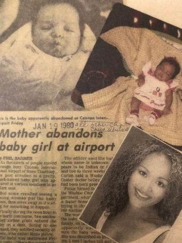 Малышку бросили в аэропорту. Только спустя 40 лет поисков ей удалось найти свою настоящую маму и узнала правду