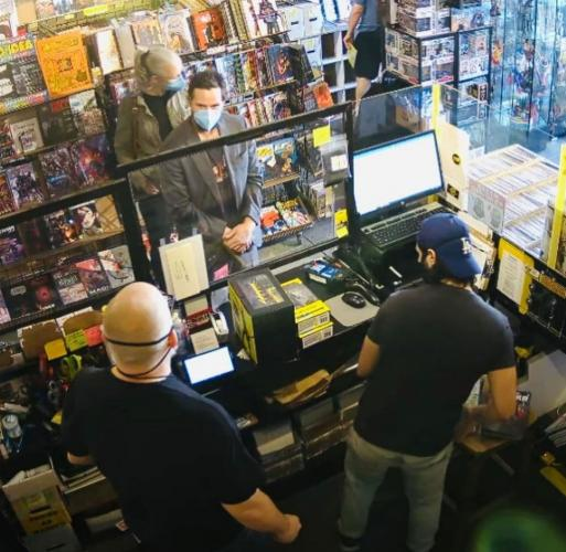 Киану Ривз скупает свои фигурки из игры Cyberpunk 2077, но это не самолюбие. Так он радует своих фанатов
