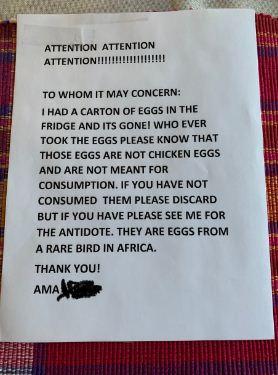 Сотрудник увидел в офисе записку от коллеги и схватился за голову. Зря он съел эти яйца в холодильнике
