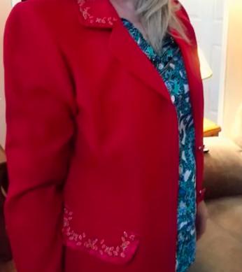 Модница купила пиджак в секонд-хэнде и чуть не поседела.