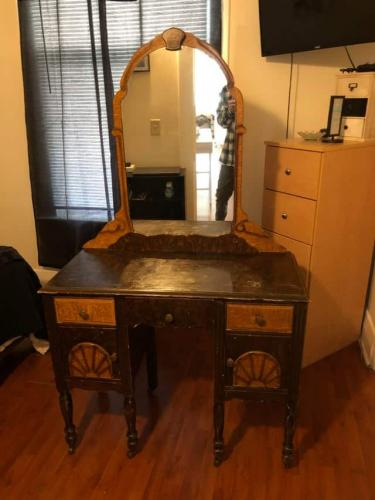 Внук показал мебель бабули, а люди не верят. Перед ними - прародитель IKEA, с которого всё началось
