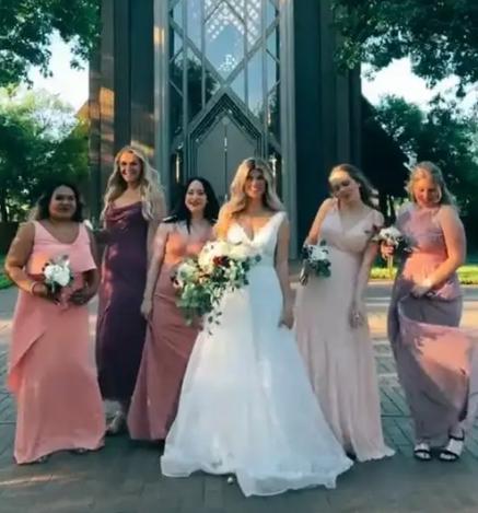 Невестка поняла, что без подружек свадьбы не выйдет, и нашла решение. Спасибо интернету за крутых незнакомок