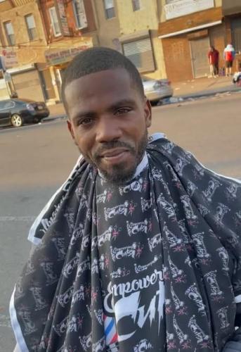 Барбер постриг бездомного, и люди звонят в полицию моды. Прятать такую внешность - преступление против красоты
