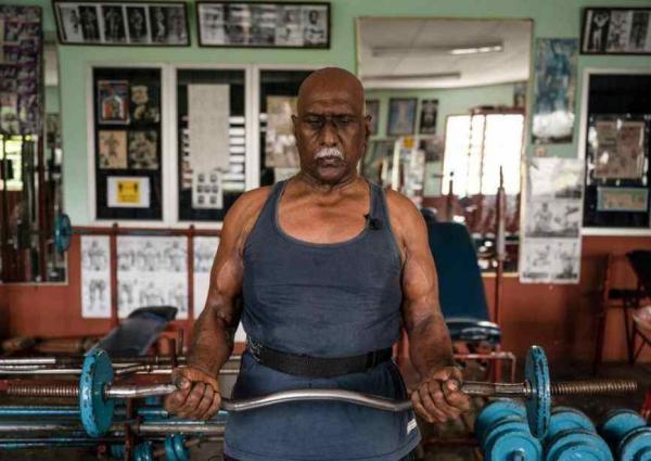Мужчина пошёл в качалку в 11 лет и не смог остановиться. Сейчас ему 72, смотрим его фото и завидуем вместе