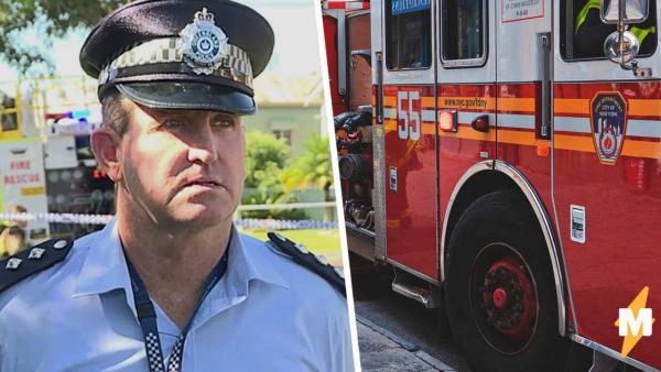 Полицейский давал интервью со сводкой о пожаре, но журналисты смотрят на фон. На нём - новая работа спасателей