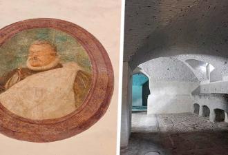 Строители ремонтировали галерею и заметили тайники. За стеной их ждала хорошая новость, а в подвале — не очень