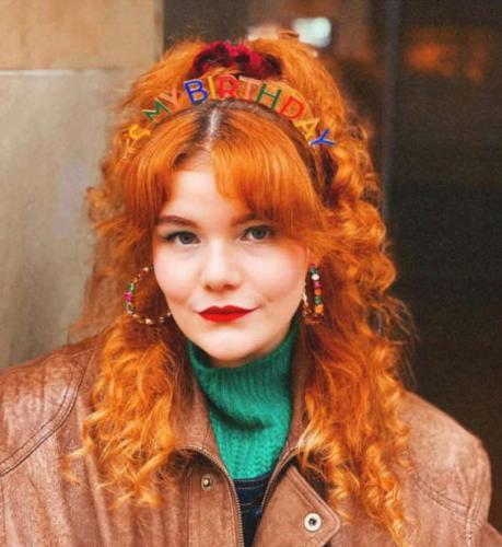 Певица переболела COVID-19 и показала неожиданную побочку. Стрижку звёзд 80-х она получила без похода в салон