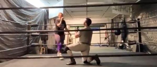 Рестлерша вышла на ринг с парнем, а ушла с мужем. Кажется, к таким запрещённым приемам жизнь её не готовила