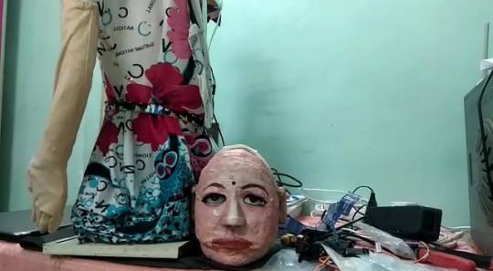 Учитель создал робота за копейки, но его творение - пугает. Мощную начинку скрывает лицо достойное хоррора