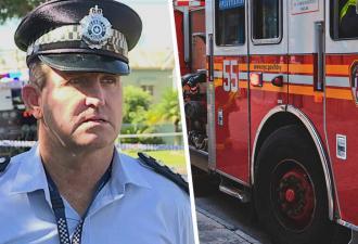Полицейский давал интервью со сводкой о пожаре, но журналисты смотрят на фон. На нём — новая работа спасателей