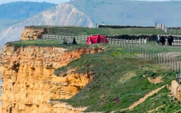 Друзья разбили палаточный лагерь, а спасатели увидели где - и закричали. Даже им было не по себе в таком месте