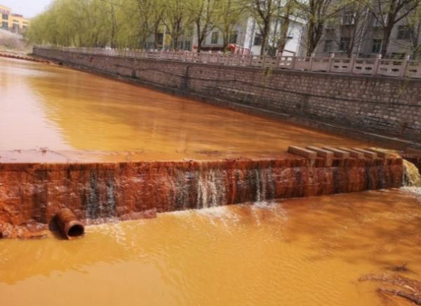 Художник приготовил суп размером с реку, но люди от угощения отказались.
