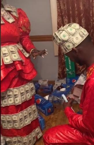 Жених увидел невесту, и вопрос с предложением решился сам собой. Такому денежному дереву трудно отказать