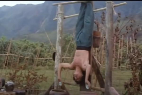"""Качки повторили тренировку Джеки Чана из фильма """"Пьяный мастер"""" и чуть не сломались."""