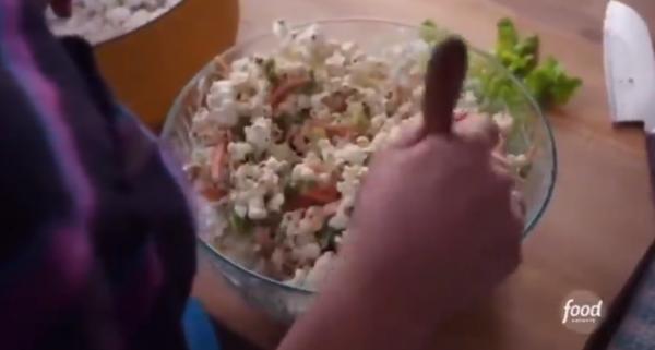 Кулинарша сделала салат, но за это блюдо ей спасибо не скажут. Кто же знал, что можно сочетать такие продукты