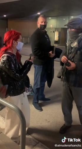 Фанатка встретила Джонни Деппа и заставила плакать всех. Увидев, как актёр общается с ней, люди требуют