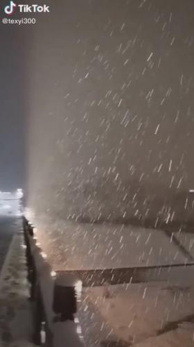 Блогер показал снег на улице, а люди попали в Minecraft. Ведь такая иллюзия от природы