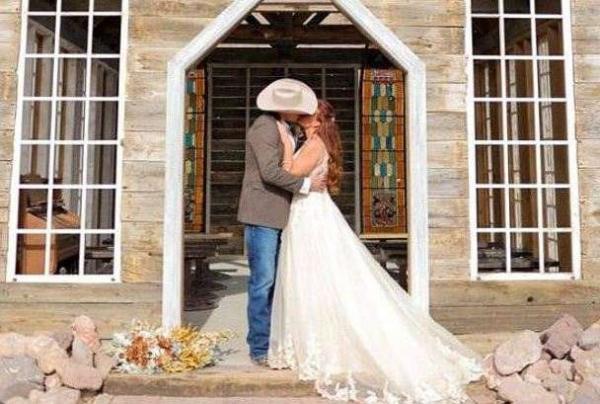 Пара поженились, а на следующий день жена захотела вернуть время назад. Из-за сообщения с темой «развод»