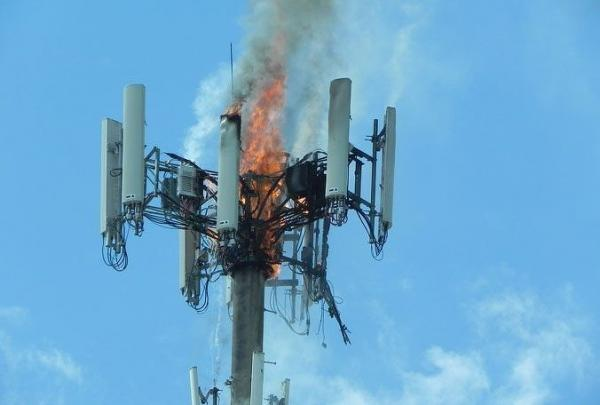 Противники 5G разнесли ненавистную вышку, но УПС! Совершили ошибку, оставив без интернета свой же город