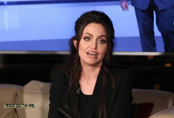 На шоу в Тунисе пришла Анджелина Джоли, но люди заметили подвох. Эта девушка никогда не была замужем за Питтом