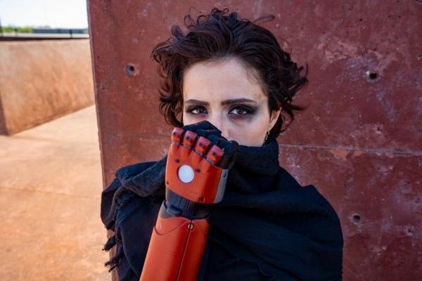 Блогерша - Веном Снейк на минималках. Стать героем Metal Gear Solid помогла рука (вернее, её отсутствие)