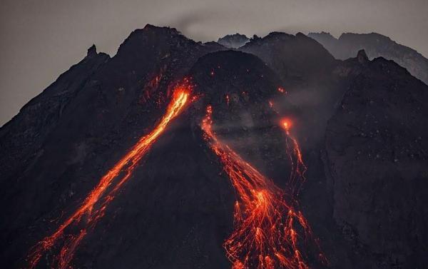 Фотограф заснял, как метеорит падает в жерло вулкана, и закончил вообще всё. Тор, ты там ничего не обронил?