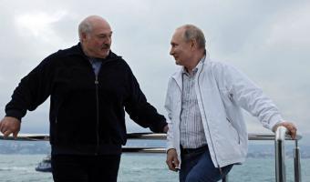Кадры встречи Владимира Путина и Александра Лукашенко — мем о любви. Увидев их, люди поют «Ветер с моря дул»
