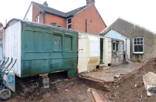 Владелец жилья не знал секрет дома, пока не снёс крышу. Так хозяин и понял, что перепутал жилище с транспортом