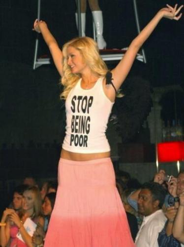 """Пэрис Хилтон разоблачила мем """"Прекратите быть бедными"""". Звезду можно понять - наивные фаны верили фото"""