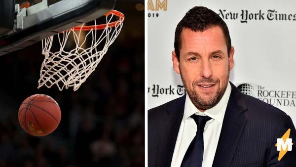 Наряд Адама Сэндлера на баскетбольной площадке - все мы, забывшие форму на физру. Актёра не узнают даже друзья