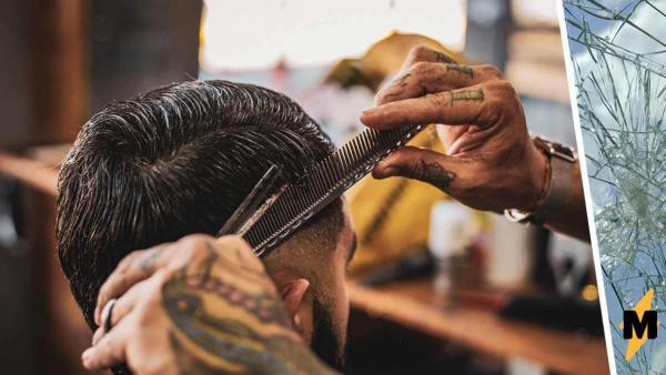 Модник сделал причёску, которой позавидуют супергерои. Ей можно бить врагов и использовать в качестве антенны
