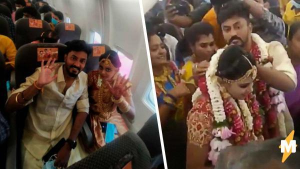 Молодожёны устроили свадьбу прямо в самолёте. Романтики, в сторону - это был хитрый способ обмануть систему