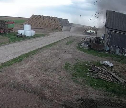 Сторож отвернулся на секунду, а наглое торнадо уже ограбило склад. Верится с трудом, если бы не видео с кражей