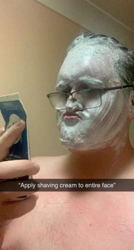 Мясник думал, что крем для бритья и эпиляции - одно и тоже. Он понял отличие, когда в зеркале увидел Мона Лизу