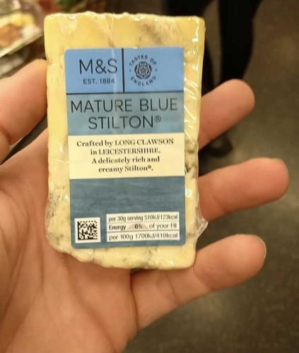 Мужчина сфотографировал сыр, но зря это сделал. Свою ошибку он понял, когда к нему пришла полиция