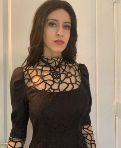 Косплеерша взглянула на актрису из Ведьмака, и новый образ готов. Чтобы стать Йен, она просто надела платье