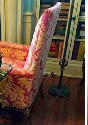 Семья использовала столик для напитков, не зная, на чём он стоит. Эта подставка годами снилась коллекционерам